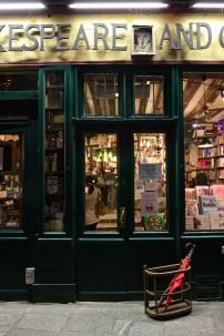 Shakespeare and Company, 37 rue de la Bûcherie.